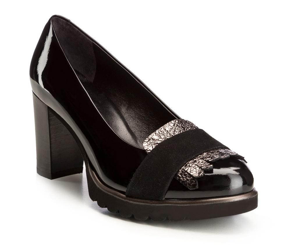 Обувь женскаяТуфли женские, изготовленные по технологии \hand made\ выполнены из натуральной итальянской кожи наивысшего качества.  Подошва полностью сделана из качественного синтетического материала. Это идеальное предложение для женщин, который ценят комфорт и роскошь.<br><br>секс: женщина<br>Цвет: черный<br>Размер EU: 35<br>материал:: Натуральная кожа<br>примерная высота каблука (см):: 8