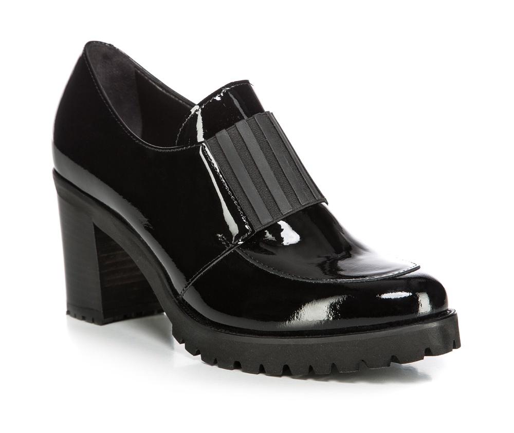 Обувь женскаяЖенские ботинки выполнены по технологии \hand made\ из лучшей итальянской кожи наивысшего качества. Подошва полностью сделана из качественного синтетического материала. Лакированная кожа и высокий каблук придают модели превосходный внешний вид.<br><br>секс: женщина<br>Цвет: черный<br>Размер EU: 39.5<br>материал:: Натуральная кожа<br>примерная высота каблука (см):: 8