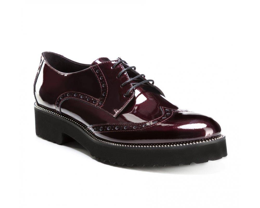 Обувь женскаяБотинки женские, изготовленные по технологии \hand made\ выполнены из натуральной итальянской кожи наивысшего качества.  Подошва полностью сделана из качественного синтетического материала. KИдеально дополнит офисный стиль.<br><br>секс: женщина<br>Цвет: красный<br>Размер EU: 38<br>материал:: Натуральная кожа<br>примерная высота каблука (см):: 3,5