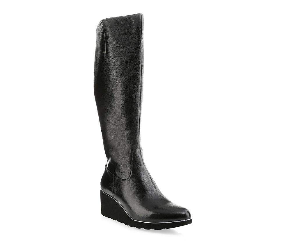 Обувь женскаяЖенские сапоги выполнены по технологии \hand made\ из лучшей итальянской кожи. Подошва полностью сделана из качественного синтетического материала.<br><br>секс: женщина<br>Цвет: черный<br>Размер EU: 37<br>материал:: Натуральная кожа<br>примерная высота каблука (см):: 6