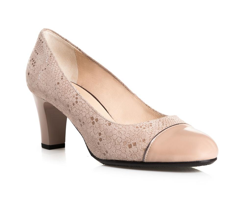 Обувь женскаяТуфли женские класические.Изготовленные по технологии Hand Made и выполнены полностью из натуральной итальянской кожи наивысшего качества. Подошва сделана из качественного синтетического материала. Эта модель обязательно должна быть в гардеробе женщины которая любит элегантность и классику.<br><br>секс: женщина<br>Цвет: бежевый<br>Размер EU: 41<br>материал:: Натуральная кожа<br>примерная высота каблука (см):: 7