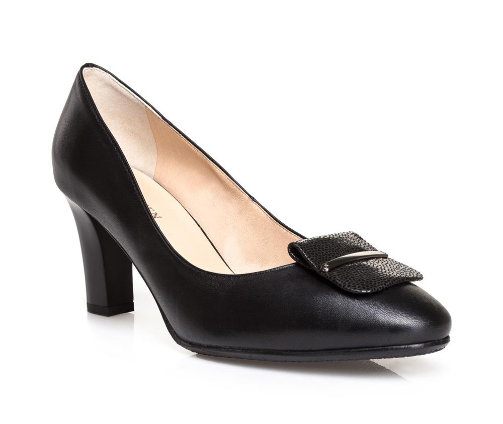 Обувь женскаяТуфли женские класcические.Изготовленные по технологии \Hand Made\ и выполнены полностью из натуральной итальянской кожи наивысшего качества. Подошва сделана из качественного синтетического материала. Эта модель обязательно должна быть в гардеробе женщины которая любит элегантность и классику.<br><br>секс: женщина<br>Цвет: черный<br>Размер EU: 38<br>материал:: Натуральная кожа<br>примерная высота каблука (см):: 8