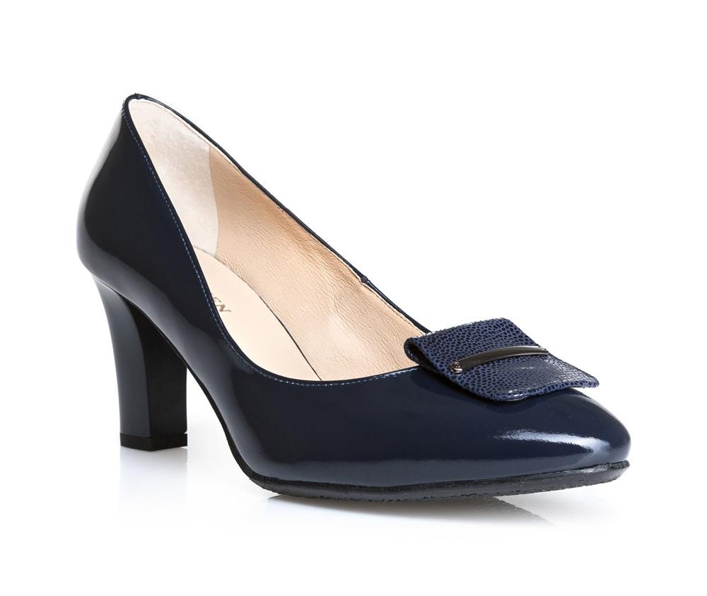 Обувь женскаяТуфли женские класические.Изготовленные по технологии Hand Made и выполнены полностью из натуральной итальянской кожи наивысшего качества. Подошва сделана из качественного синтетического материала. Эта модель обязательно должна быть в гардеробе женщины которая любит элегантность и классику.<br><br>секс: женщина<br>Цвет: синий<br>Размер EU: 39<br>материал:: Натуральная кожа<br>примерная высота каблука (см):: 8