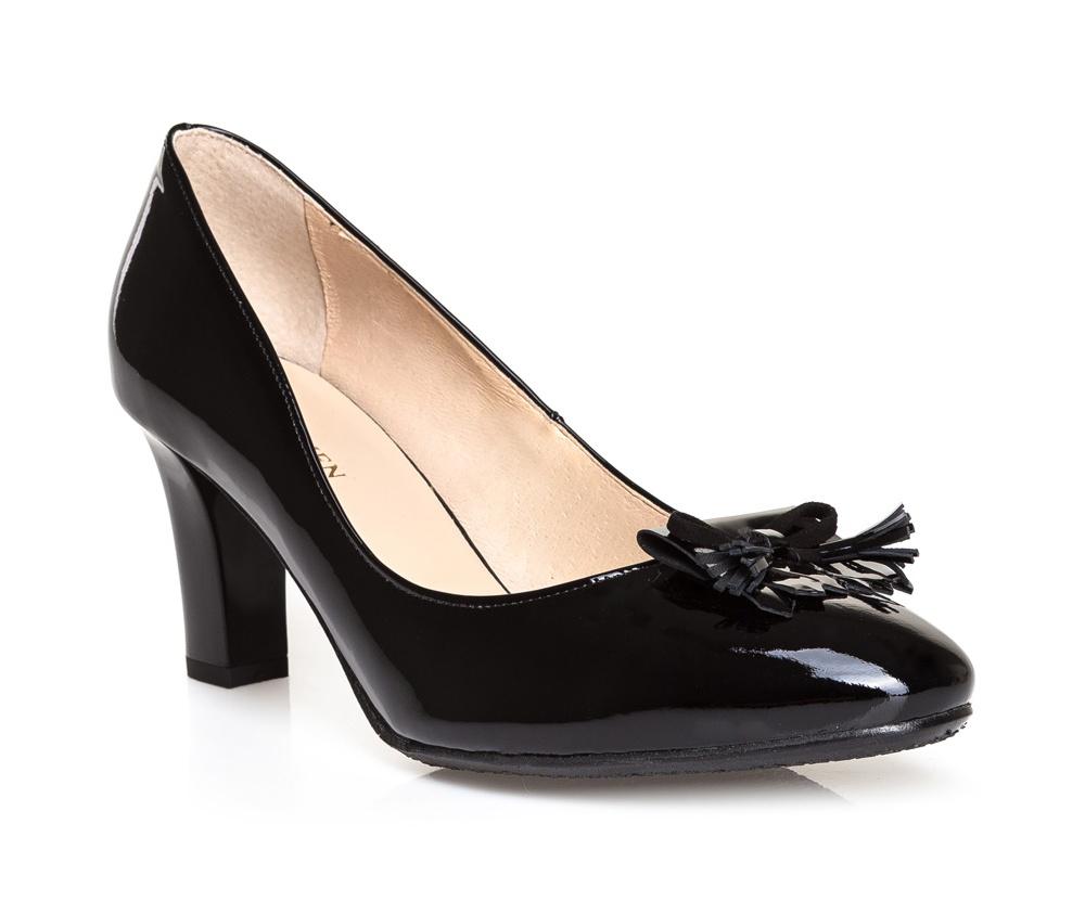 Обувь женскаяТуфли женские класcические.Изготовленные по технологии \Hand Made\ и выполнены полностью из натуральной итальянской кожи наивысшего качества. Подошва сделана из качественного синтетического материала. Эта модель обязательно должна быть в гардеробе женщины которая любит элегантность и классику.<br><br>секс: женщина<br>Цвет: черный<br>Размер EU: 40<br>материал:: Натуральная кожа<br>примерная высота каблука (см):: 8