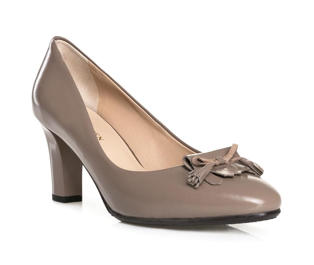 Обувь женскаяТуфли женские класические.Изготовленные по технологии Hand Made и выполнены полностью из натуральной итальянской кожи наивысшего качества. Подошва сделана из качественного синтетического материала. Эта модель обязательно должна быть в гардеробе женщины которая любит элегантность и классику.<br><br>секс: женщина<br>Цвет: бежевый<br>Размер EU: 41<br>материал:: Натуральная кожа<br>примерная высота каблука (см):: 8