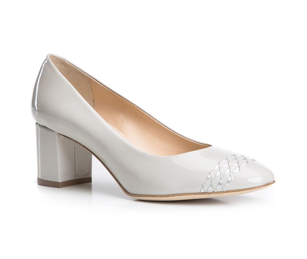 Обувь женскаяТуфли женские класcические. Изготовленные по технологии \Hand Made\ и выполнены полностью из натуральной итальянской кожи наивысшего качества. Подошва сделана из качественного синтетического материала. Эта модель обязательно должна быть в гардеробе женщины которая любит елегантность и класику<br><br>секс: женщина<br>Цвет: бежевый<br>Размер EU: 38.5<br>материал:: Натуральная кожа<br>примерная высота каблука (см):: 6