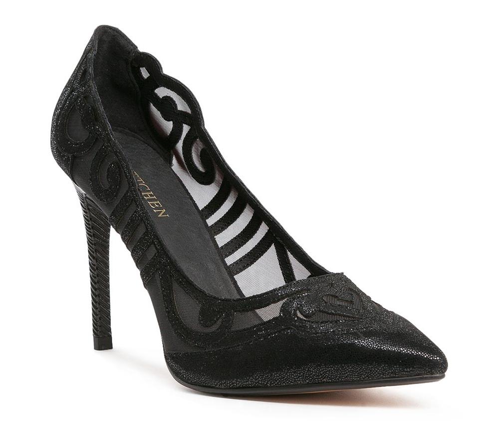 Обувь женскаяТуфли женские класcические. Изготовленные по технологии \Hand Made\ и выполнены полностью из натуральной итальянской кожи наивысшего качества. Подошва сделана из качественного синтетического материала. Сочетание классических высоких каблуков каждый раз по разному создает уникальный и модный  образ.<br><br>секс: женщина<br>Цвет: черный<br>Размер EU: 37<br>материал:: Натуральная кожа<br>примерная высота каблука (см):: 10