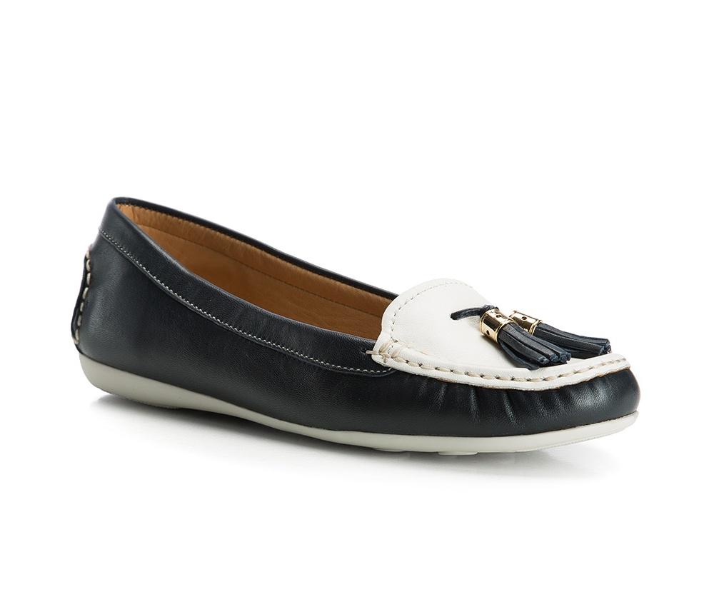 Обувь женскаяОбувь женская типа Мокасины. Изготовленные по технологии Hand Made и выполнены полностью из натуральной итальянской кожи наивысшего качества. Подошва  сделана из качественного синтетического материала. Стильный вид этой обуви придется по вкусу каждой моднице.<br><br>секс: женщина<br>Цвет: белый<br>Размер EU: 40<br>материал:: Натуральная кожа