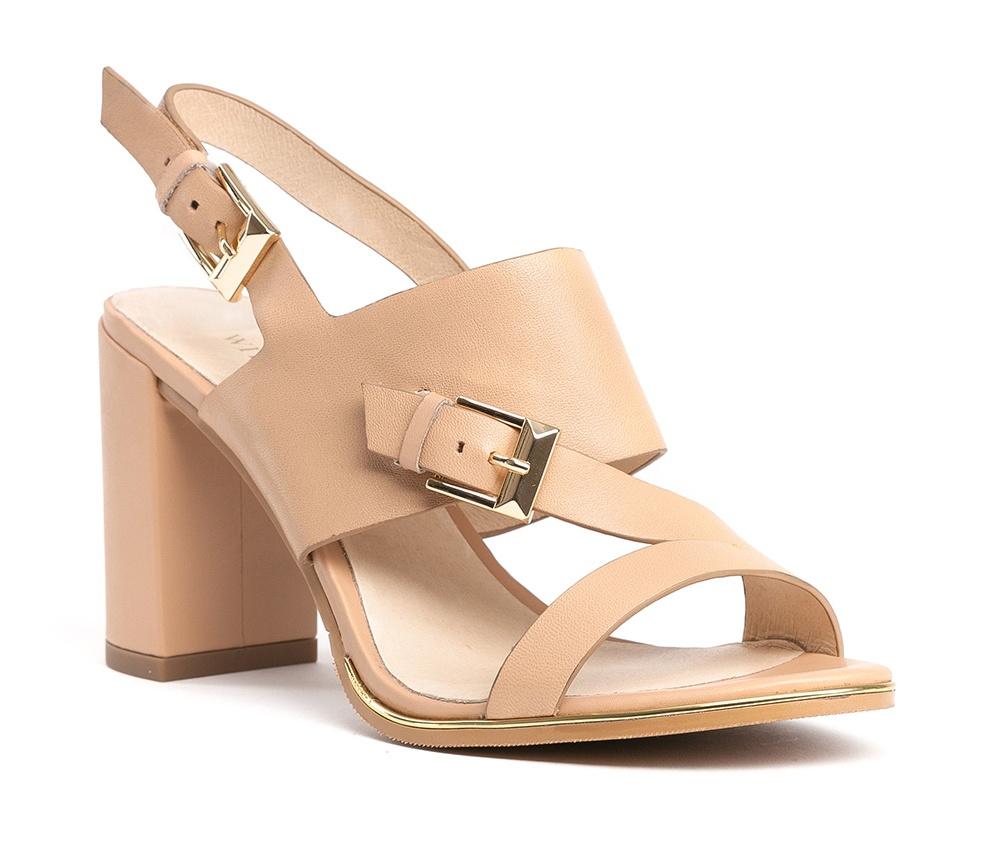 Обувь женскаяТуфли женские класcические.Изготовленные по технологии \Hand Made\ и выполнены полностью из натуральной итальянской кожи наивысшего качества. Подошва сделана из качественного синтетического материала. Эта модель обязательно должна быть в гардеробе женщины которая любит элегантность и классику.<br><br>секс: женщина<br>Цвет: бежевый<br>Размер EU: 40<br>материал:: Натуральная кожа<br>примерная высота каблука (см):: 9,5