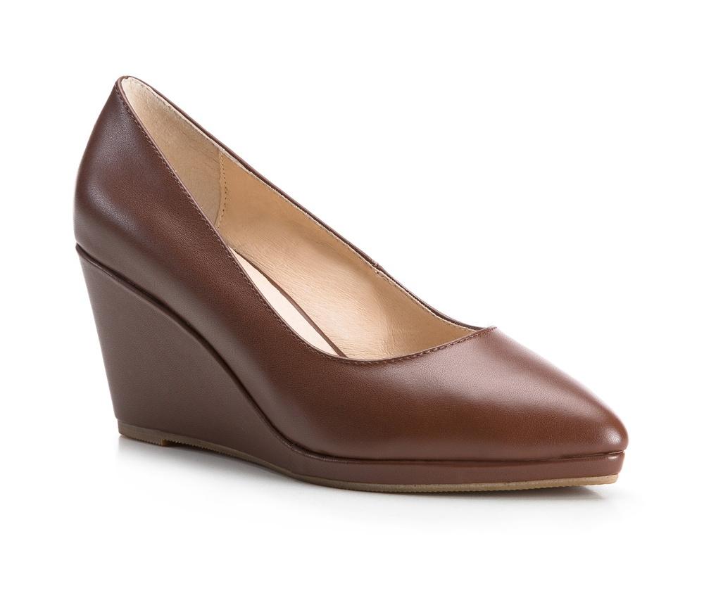 Обувь женскаяЖенские туфли на танкетке, выполнены по технологии Hand Made из натуральной итальянской кожи наивысшего качества. Подошва сделана из качественного синтетического материала. Классическая модель идеально сочетается с различными  стилями. натуральная кожа  натуральная кожа синтетический материал<br><br>секс: женщина<br>Цвет: коричневый<br>Размер EU: 37<br>материал:: Натуральная кожа<br>примерная высота каблука (см):: 8