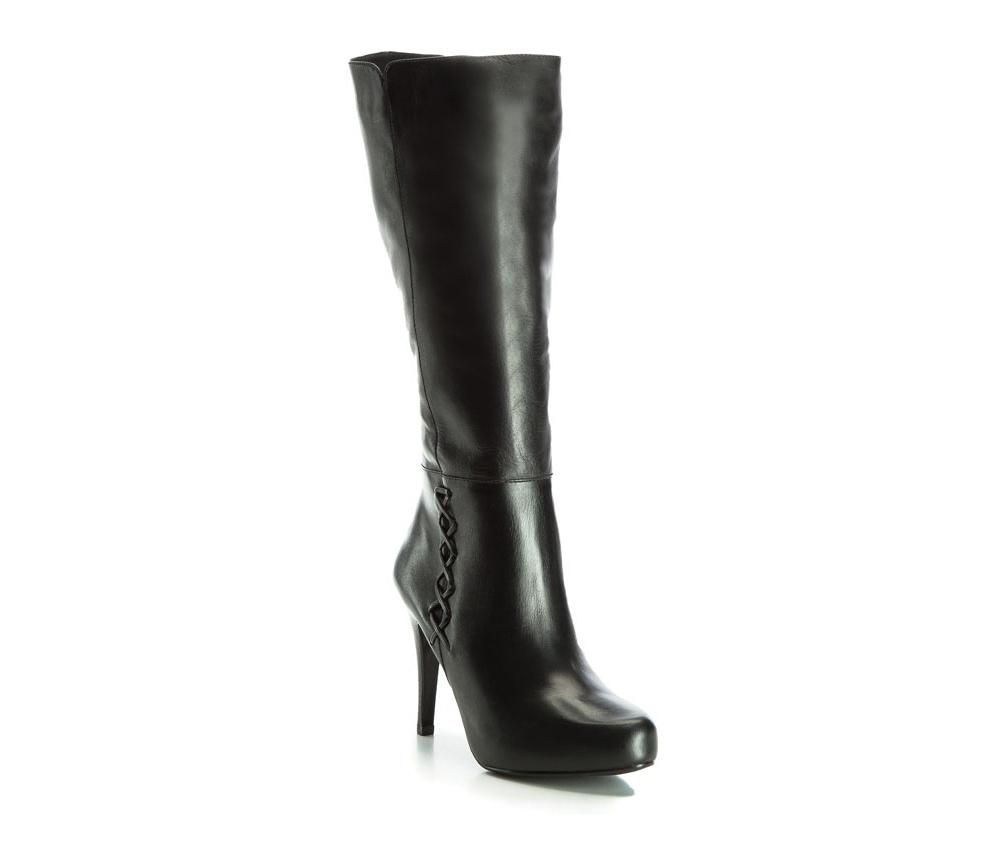 Обувь женскаяЖенские сапоги, изготовленные по технологии Hand Made выполнены полностью из натуральной итальянской кожи наивысшего качества. Подошва полностью сделана из качественного синтетического материала. Классическая модель сапог с высоким, но очень стабильным каблуком украсит ногу каждой женщины.<br><br>секс: женщина<br>Цвет: черный<br>Размер EU: 39<br>материал:: Натуральная кожа<br>примерная высота каблука (см):: 10,5<br>примерная высота голенища (см): 35