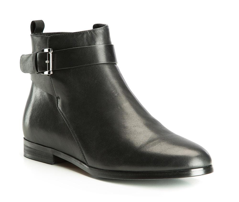 Обувь женскаяПолусапожки  для женщин, изготовленные по технологии Hand Made выполнены полностью из натуральной итальянской кожи наивысшего качества. Подошва полностью сделана из качественного синтетического материала. Классическая модель с очень стабильным каблуком украсит ногу каждой женщины. Подойдет в сочетании с каждой стилизацией.<br><br>секс: женщина<br>Цвет: черный<br>Размер EU: 38<br>материал:: Натуральная кожа<br>примерная высота каблука (см):: 2<br>примерная высота голенища (см): 12