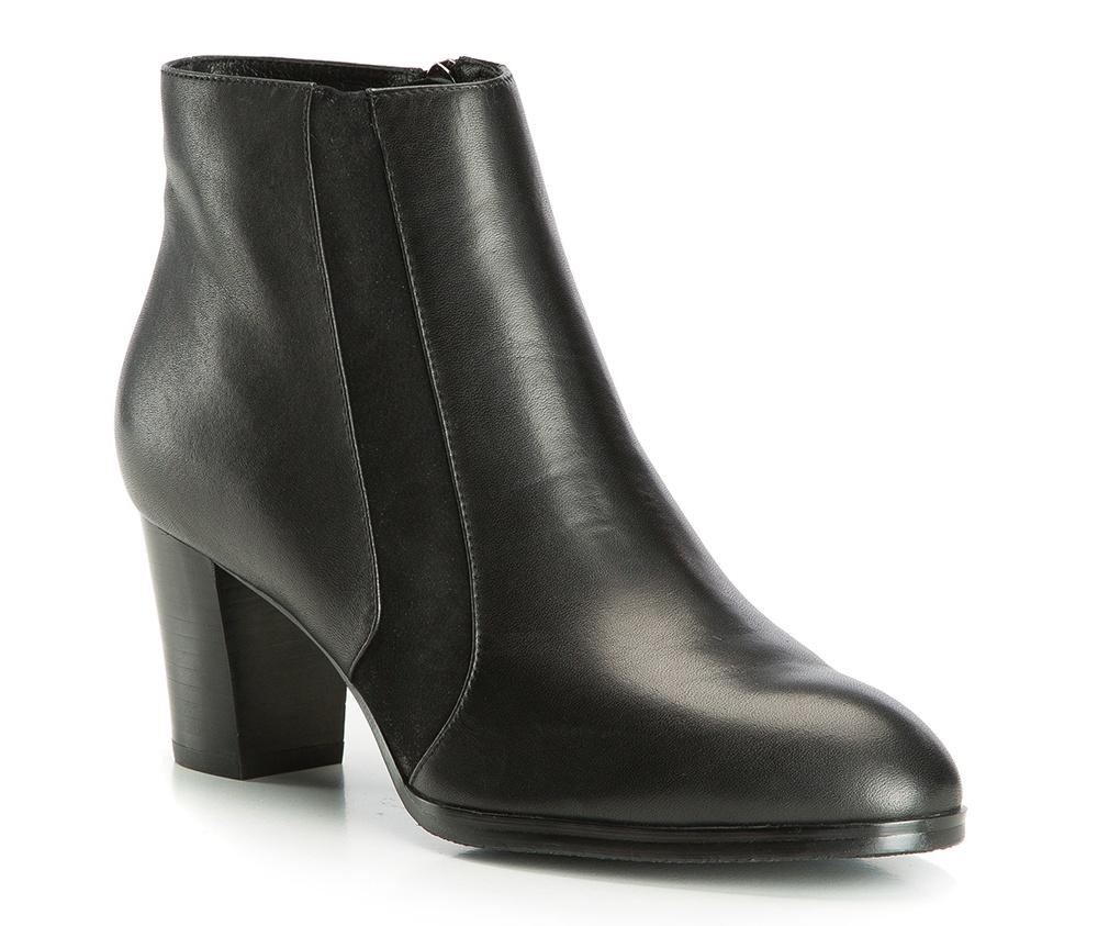 Обувь женскаяПолусапожки  для женщин, изготовленные по технологии Hand Made выполнены полностью из натуральной итальянской кожи наивысшего качества. Подошва полностью сделана из качественного синтетического материала. Классическая модель с очень стабильным каблуком украсит ногу каждой женщины. Подойдет в сочетании с каждой стилизацией.<br><br>секс: женщина<br>Цвет: черный<br>Размер EU: 36<br>материал:: Натуральная кожа<br>примерная высота каблука (см):: 7<br>примерная высота голенища (см): 11