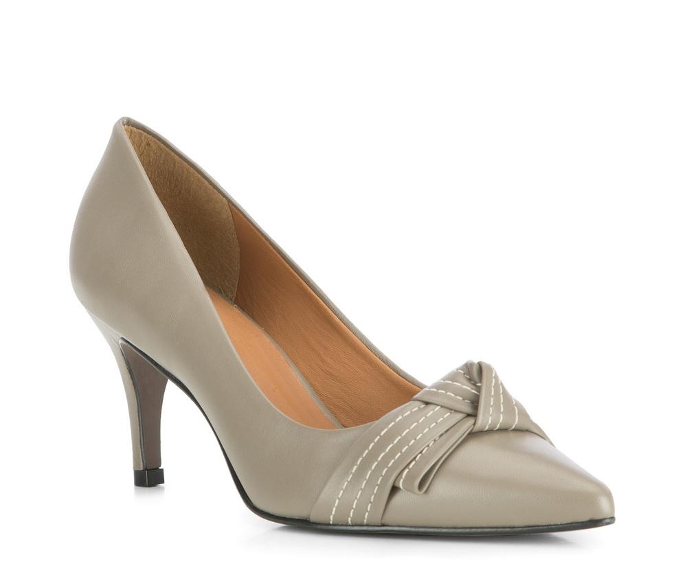 Обувь женскаяЖенские туфли-лодочки выполненны по технологии hand made из лучшей итальянской кожи. Подошва сделана  из синтетического материала.Классические лодочки с заостренным носком придают наряду роскошный вид.          кожа натуральная          кожа натуральная          материал синтетический<br><br>секс: женщина<br>Цвет: серый<br>Размер EU: 39<br>материал:: Натуральная кожа<br>примерная высота каблука (см):: 8