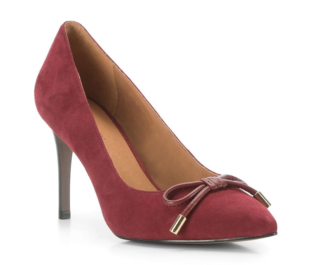 Обувь женскаяЖенские туфли-лодочки выполненны по технологии hand made из лучшей итальянской кожи. Подошва сделана  из синтетического материала. Очень элегантная и женственная модель дополнит вечерний образ.          кожа натуральная          кожа натуральная          материал синтетический<br><br>секс: женщина<br>Цвет: красный<br>Размер EU: 40<br>материал:: Натуральная кожа<br>примерная высота каблука (см):: 9,5