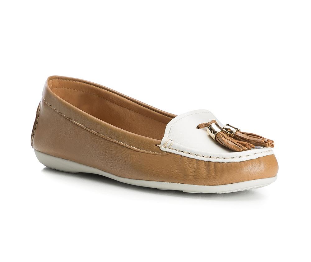 Обувь женскаяОбувь женская типа Мокасины. Изготовленные по технологии Hand Made и выполнены полностью из натуральной итальянской кожи наивысшего качества. Подошва  сделана из качественного синтетического материала. Стильный вид этой обуви придется по вкусу каждой моднице.<br><br>секс: женщина<br>Цвет: белый<br>Размер EU: 36<br>материал:: Натуральная кожа