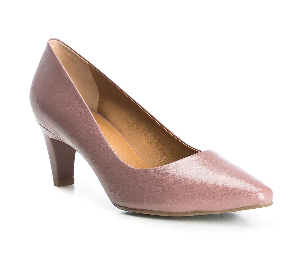 Обувь женскаяТуфли женские класические.Изготовленные по технологии Hand Made и выполнены полностью из натуральной итальянской кожи наивысшего качества. Подошва сделана из качественного синтетического материала. Эта модель обязательно должна быть в гардеробе женщины которая любит элегантность и клаcсику.<br><br>секс: женщина<br>Цвет: фиолетовый<br>Размер EU: 38<br>материал:: Натуральная кожа<br>примерная высота каблука (см):: 6