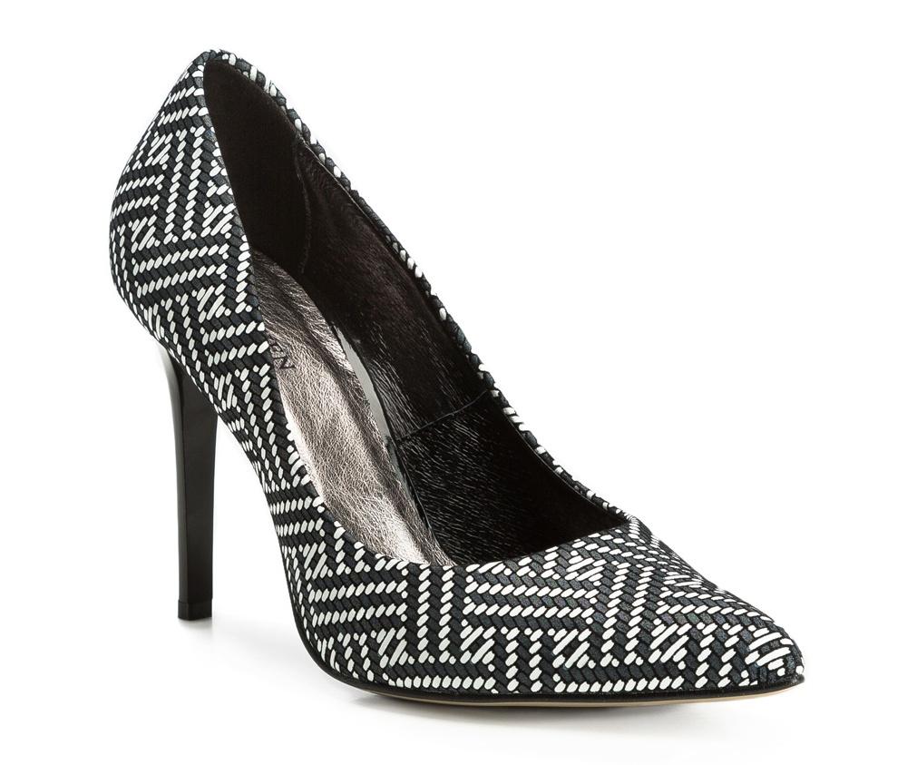 Обувь женскаяЖенские туфли на шпильке выполненны по технологии hand made из лучшей итальянской кожи. Подошва сделана  из синтетического материала. Отличное дополнение к элегантныму гардеробу.             кожа натуральная          кожа натуральная          материал синтетический<br><br>секс: женщина<br>Цвет: белый<br>Размер EU: 36<br>материал:: Натуральная кожа<br>примерная высота каблука (см):: 10