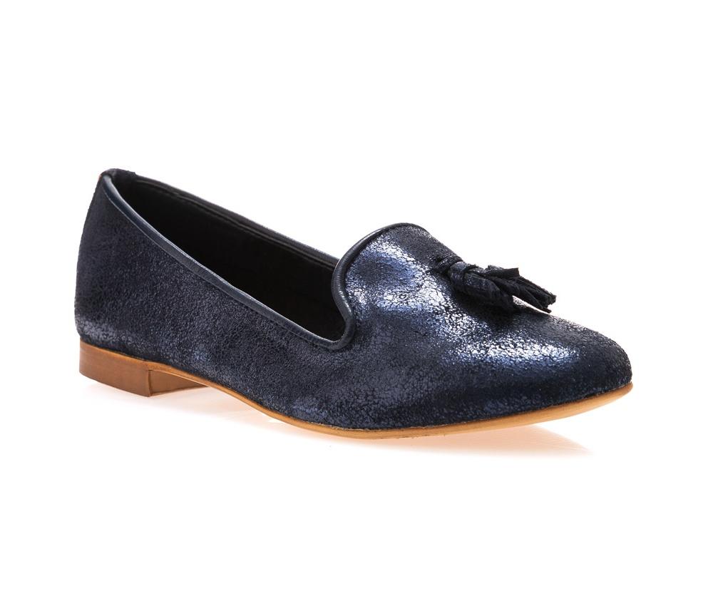 Обувь женскаяОбувь женская типа Мокасины. Изготовленные по технологии \\Hand Made\ и выполнены полностью из натуральной итальянской кожи наивысшего качества. Подошва  сделана из качественного синтетического материала. Стильный вид этой обуви придется по вкусу каждой моднице.<br><br>секс: женщина<br>Цвет: синий<br>Размер EU: 37