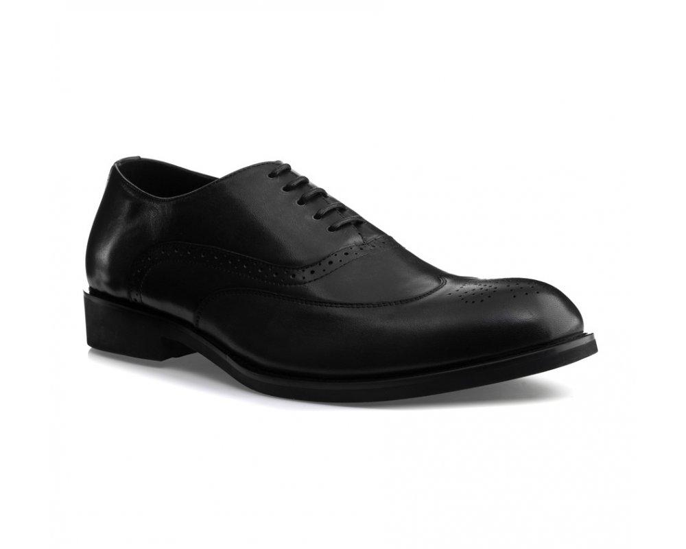 Обувь мужскаяМужские ботинки выполнены по технологии \hand made\ из лучшей итальянской кожи. Подошва полностью сделана из качественного синтетического материала.<br><br>секс: мужчина<br>Цвет: черный<br>Размер EU: 41<br>материал:: Натуральная кожа<br>примерная высота каблука (см):: 3