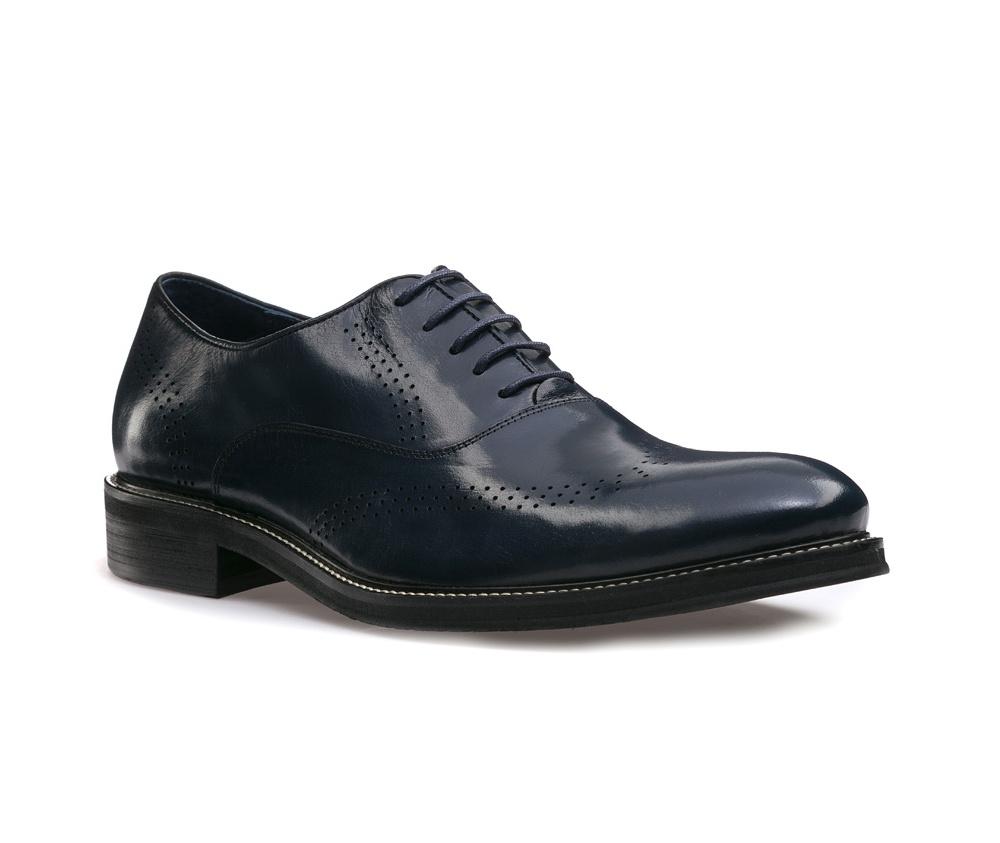 Обувь мужскаяМужские ботинки выполнены по технологии \hand made\ из лучшей итальянской кожи. Подошва полностью сделана из качественного синтетического материала.<br><br>секс: мужчина<br>Цвет: синий<br>Размер EU: 42<br>материал:: Натуральная кожа<br>примерная высота каблука (см):: 3