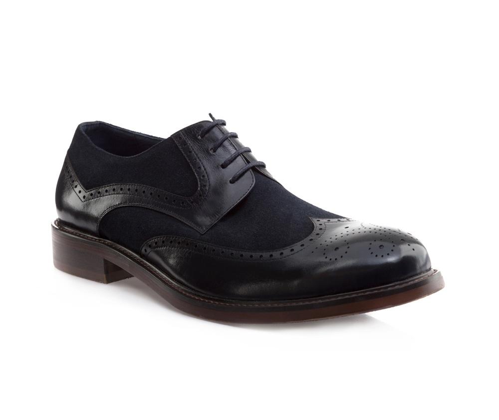 Обувь мужскаяМужские ботинки выполнены по технологии \hand made\ из лучшей итальянской кожи. Подошва полностью сделана из качественного синтетического материала.<br><br>секс: мужчина<br>Цвет: синий<br>Размер EU: 41<br>материал:: Натуральная кожа<br>примерная высота каблука (см):: 3