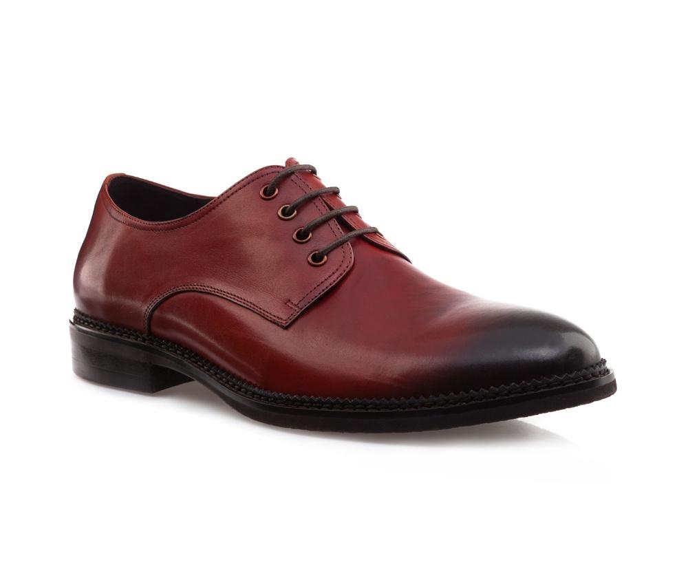 Обувь мужскаяМужские ботинки выполнены по технологии \hand made\ из лучшей итальянской кожи. Подошва полностью сделана из качественного синтетического материала.<br><br>секс: мужчина<br>Цвет: красный<br>Размер EU: 40<br>материал:: Натуральная кожа<br>примерная высота каблука (см):: 3