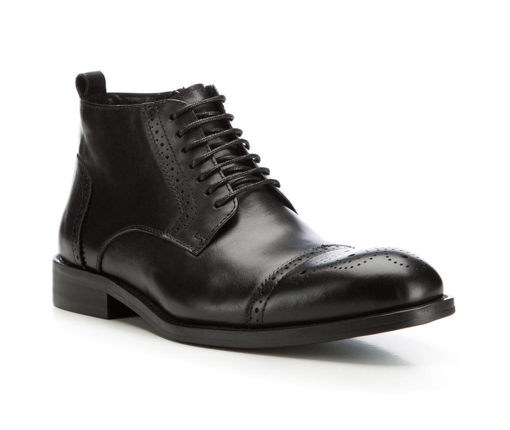 Обувь мужскаяМужские штиблеты выполнены по технологии \hand made\ из лучшей итальянской кожи. Подошва полностью сделана из качественного синтетического материала.<br><br>секс: мужчина<br>Цвет: черный<br>Размер EU: 41<br>материал:: Натуральная кожа<br>примерная высота каблука (см):: 3