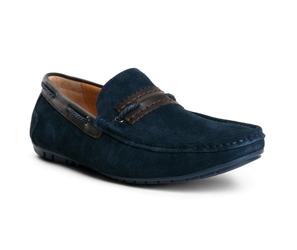 Обувь мужскаяТуфли мужские типа  Мокасины  выполнены по технологии Hand Made из натуральной итальянской кожи наивысшего качества.  Подошва сделана из качественного синтетического материала. Простой универсальный фасон  отлично сочетается с летним гардеробом. натуральная кожа  натуральная кожа синтетический материал<br><br>секс: мужчина<br>Цвет: синий<br>Размер EU: 45<br>материал:: Натуральная кожа
