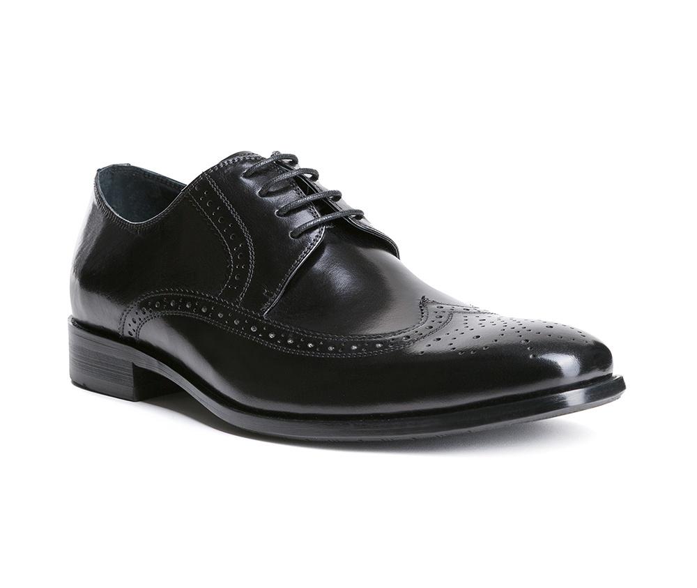 Обувь мужскаяТуфли мужские. Изготовленные по технологии Hand Madeи выполнены полностью из натуральной итальянской кожи наивысшего качества. Подошва  сделана из качественного синтетического материала. Идеальная модель для современного мужчины.<br><br>секс: мужчина<br>Цвет: черный<br>Размер EU: 45<br>материал:: Натуральная кожа