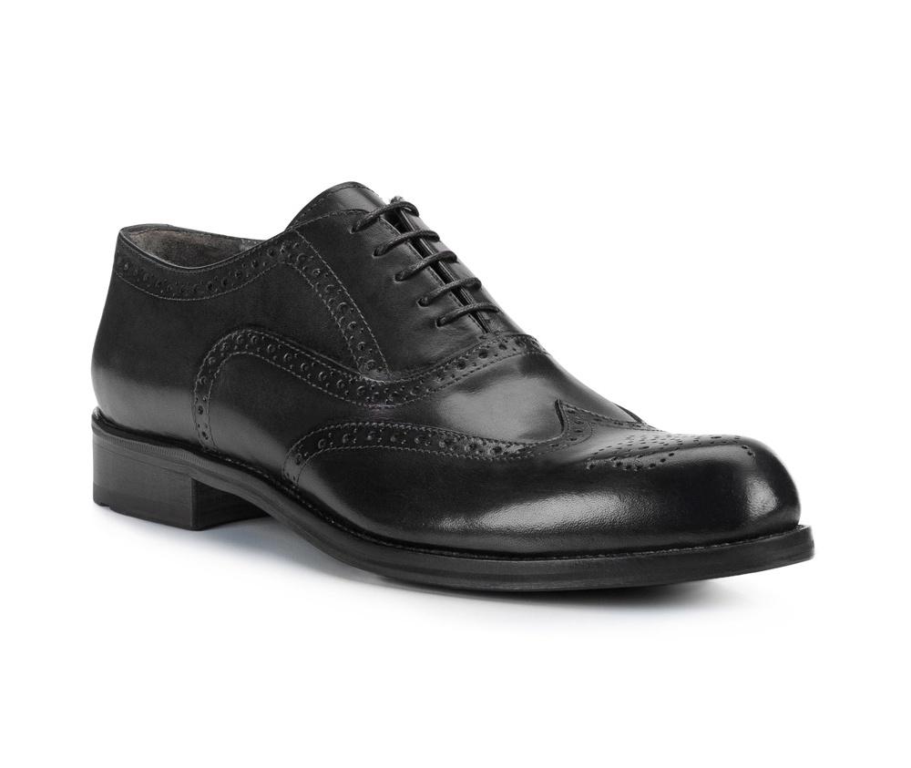 Обувь мужскаяТуфли мужские. Изготовленные по технологии Hand Madeи выполнены полностью из натуральной итальянской кожи наивысшего качества. Подошва  сделана из качественного синтетического материала. Идеальная модель для современного мужчины.<br><br>секс: мужчина<br>Цвет: черный<br>Размер EU: 43<br>материал:: Натуральная кожа<br>примерная высота каблука (см):: 3