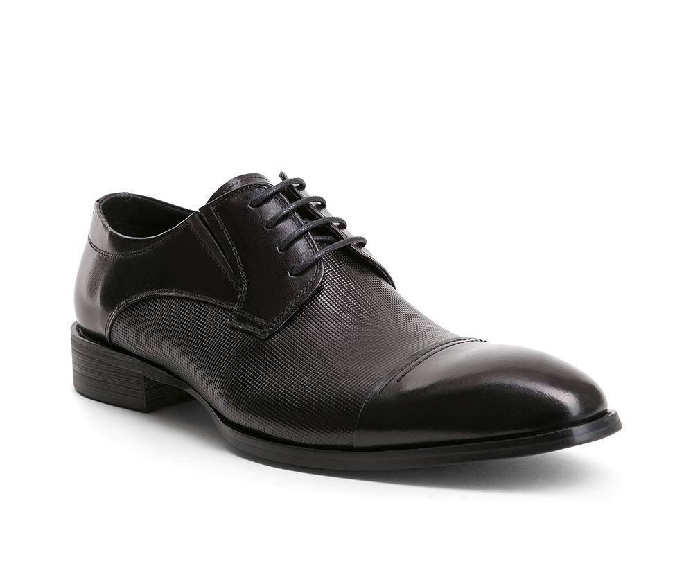 Обувь мужскаяТуфли мужские, выполнены по технологии Hand Made из натуральной итальянской кожи наивысшего качества.  Подошва сделана из качественного синтетического материала. Модель с роскошной отделкой с легкостью впишется в официальный образ каждого мужчины. натуральная кожа  натуральная кожа синтетический материал<br><br>секс: мужчина<br>Цвет: черный<br>Размер EU: 43<br>материал:: Натуральная кожа<br>примерная высота каблука (см):: 3