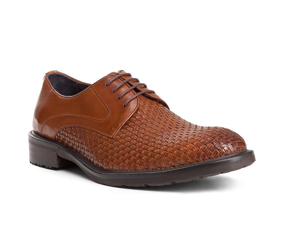 Обувь мужскаяТуфли мужские типа Дерби. Изготовленные по технологии Hand Made и выполнены полностью из натуральной итальянской кожи наивысшего качества. Подошва полностью сделана из качественного синтетического материала. Эта модель идеально подходит для тех кому нравится классика и функциональность.<br><br>секс: мужчина<br>Цвет: коричневый<br>Размер EU: 42<br>материал:: Натуральная кожа<br>примерная высота каблука (см):: 3