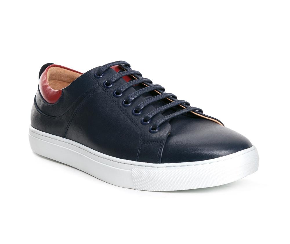 Обувь мужскаяТуфли мужские типа Casual  выполнены по технологии Hand Made из натуральной итальянской кожи наивысшего качества. Подошва сделана из качественного синтетического материала. Прочная подошва гарантирует комфорт, а городской дизайн идеально сочетается с повседневным гардеробом. натуральная кожа  натуральная кожа синтетический материал<br><br>секс: мужчина<br>Цвет: синий<br>Размер EU: 40<br>материал:: Натуральная кожа