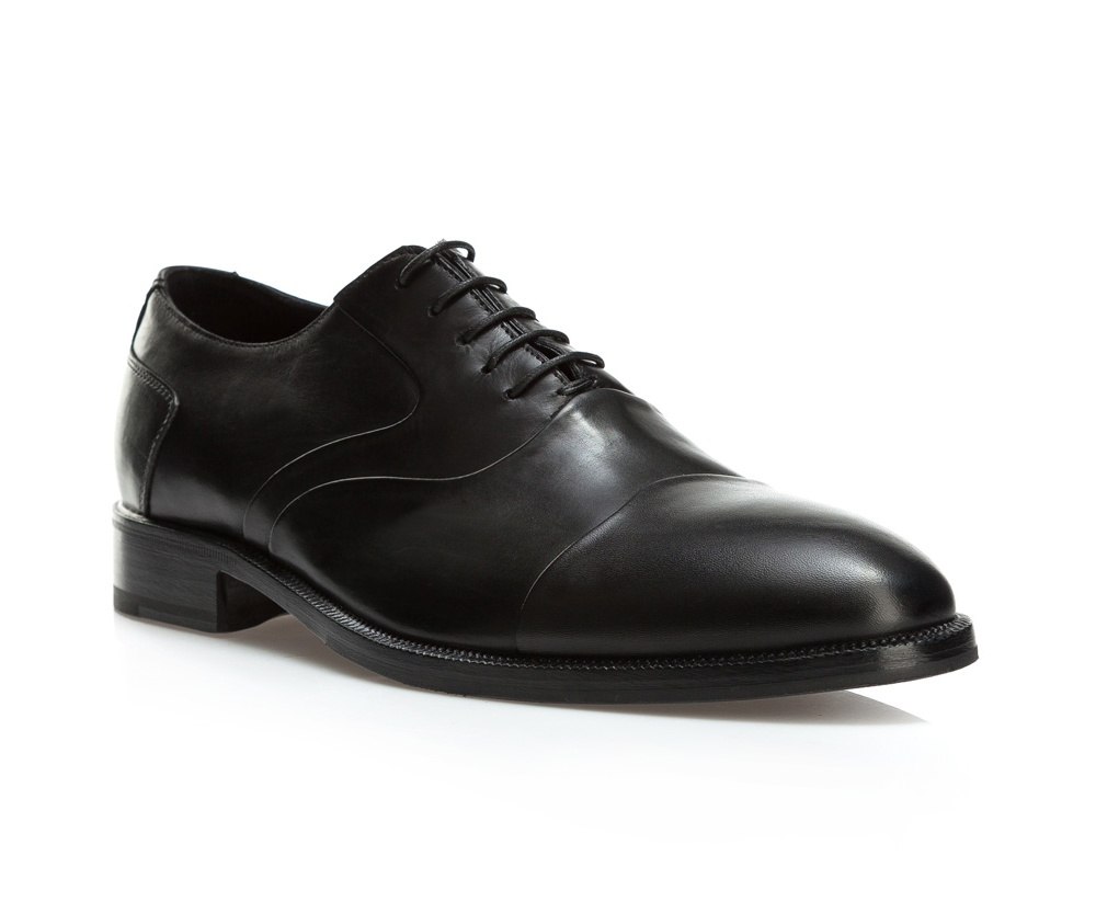 Обувь мужская Wittchen BM-B-578-1, черныйТуфли мужские типа Shannon. Изготовленные по технологии \\\Hand Made\\\ выполнены полностью из натуральной итальянской кожи наивысшего качества. Подошва полностью сделана из качественного синтетического материала. Отличительной чертой этой линии от других моделей, является серебряный значок с логотипом WITTCHEN, расположенный на подошве. Эта модель идеально подойдет для тех, кому по нраву классика.<br><br>секс: мужчина<br>Цвет: черный<br>Размер EU: 43