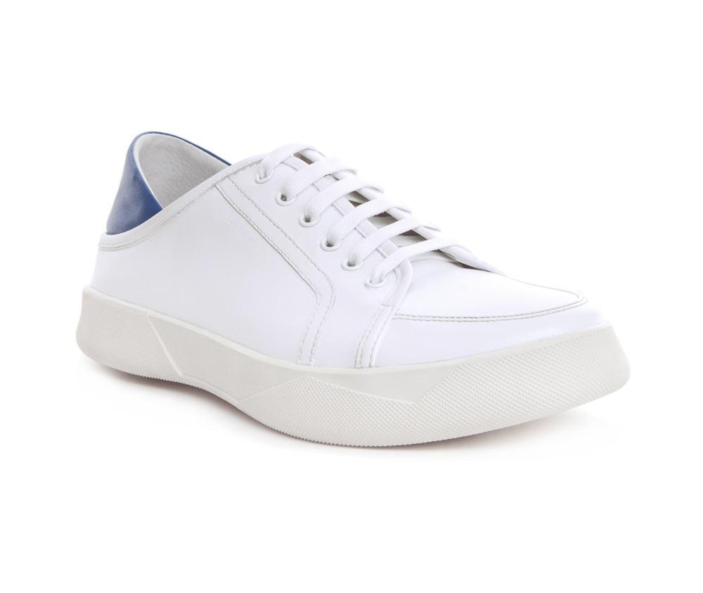 Обувь мужскаяТуфли мужские выполнены по технологии Hand Made из натуральной итальянской кожи наивысшего качества.  Подошва сделана из качественного синтетического материала. Спортивная модель идеально сочетается с городским стилем. натуральная кожа  натуральная кожа синтетический материал<br><br>секс: мужчина<br>Цвет: белый<br>Размер EU: 44<br>материал:: Натуральная кожа