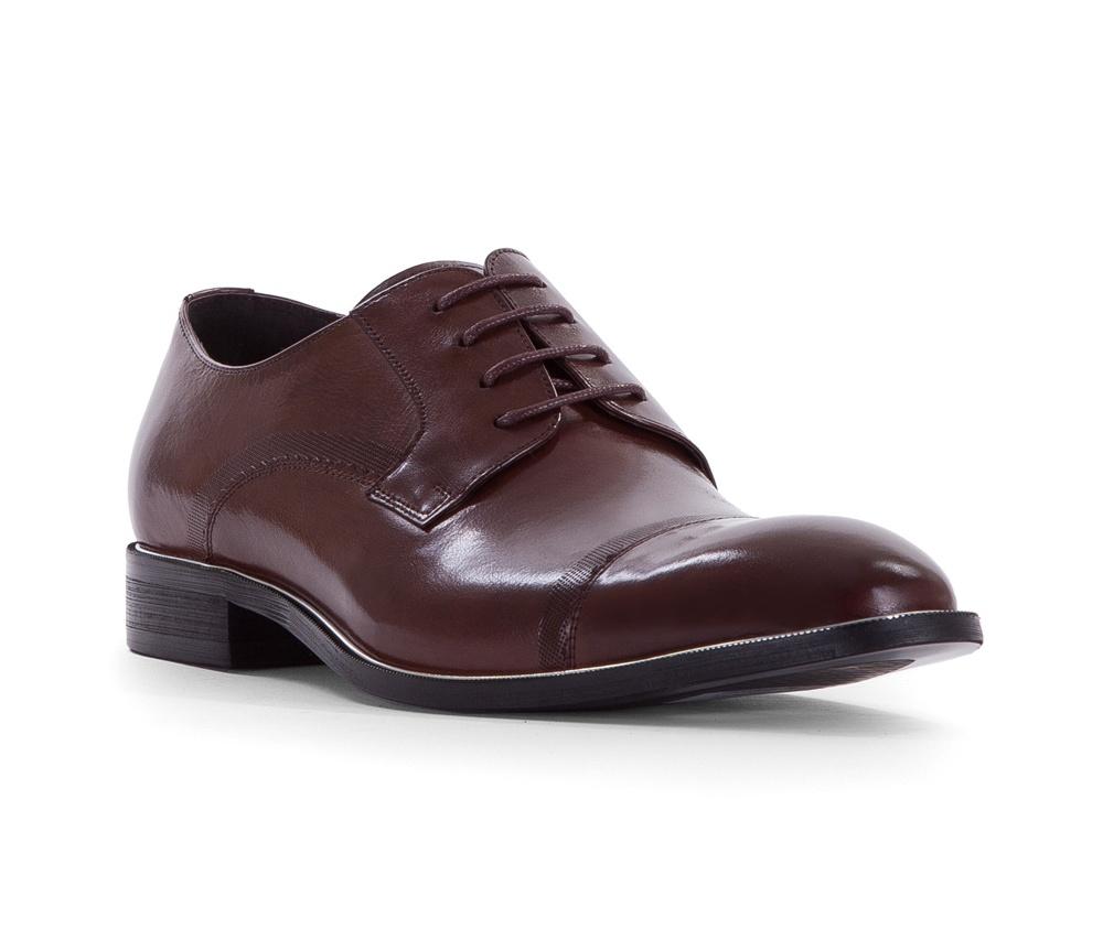 Обувь мужскаяТуфли мужские типа Дерби. Изготовленные по технологии Hand Made и выполнены полностью из натуральной итальянской кожи наивысшего качества. Подошва полностью сделана из качественного синтетического материала. Эта модель идеально подходит для тех кому нравится классика и функциональность.<br><br>секс: мужчина<br>Цвет: коричневый<br>Размер EU: 43<br>материал:: Натуральная кожа