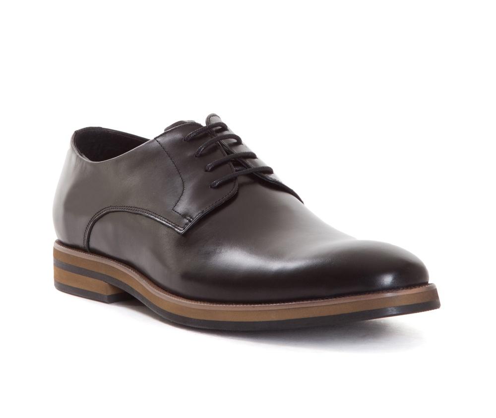 Обувь мужскаяТуфли мужские типа Дерби. Изготовленные по технологии Hand Made выполнены полностью из натуральной итальянской кожи наивысшего качества.<br><br>секс: мужчина<br>Цвет: черный<br>Размер EU: 45<br>материал:: Натуральная кожа