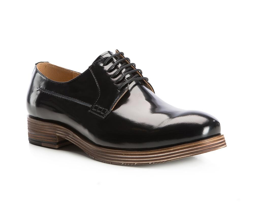 Обувь мужскаяТуфли мужские. Изготовленные по технологии Hand Made выполнены полностью из натуральной итальянской кожи наивысшего качества. Подошва  сделана из качественного синтетического материала. Эта модель безусловно, должна привлечь внимание мужчин, которые любят свободный городской стиль.<br><br>секс: мужчина<br>Цвет: черный<br>Размер EU: 45<br>материал:: Натуральная кожа<br>примерная высота каблука (см):: 3