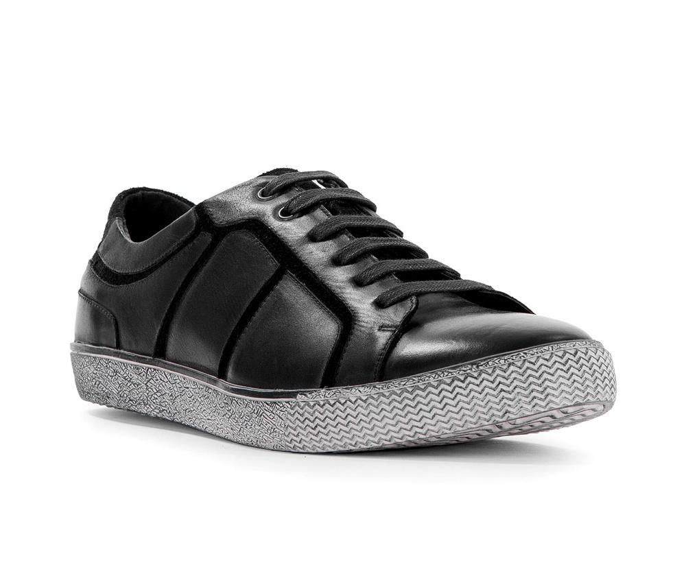 Обувь мужскаяПовседневные туфли мужские типа Casual. Изготовленные по технологии Hand Made выполнены полностью из натуральной итальянской кожи наивысшего качества. Подошва  сделана из качественного синтетического материала. Эта модель безусловно, должна привлечь внимание мужчин, которые любят моду и эксперименты.<br><br>секс: мужчина<br>Цвет: черный<br>Размер EU: 44<br>материал:: Натуральная кожа