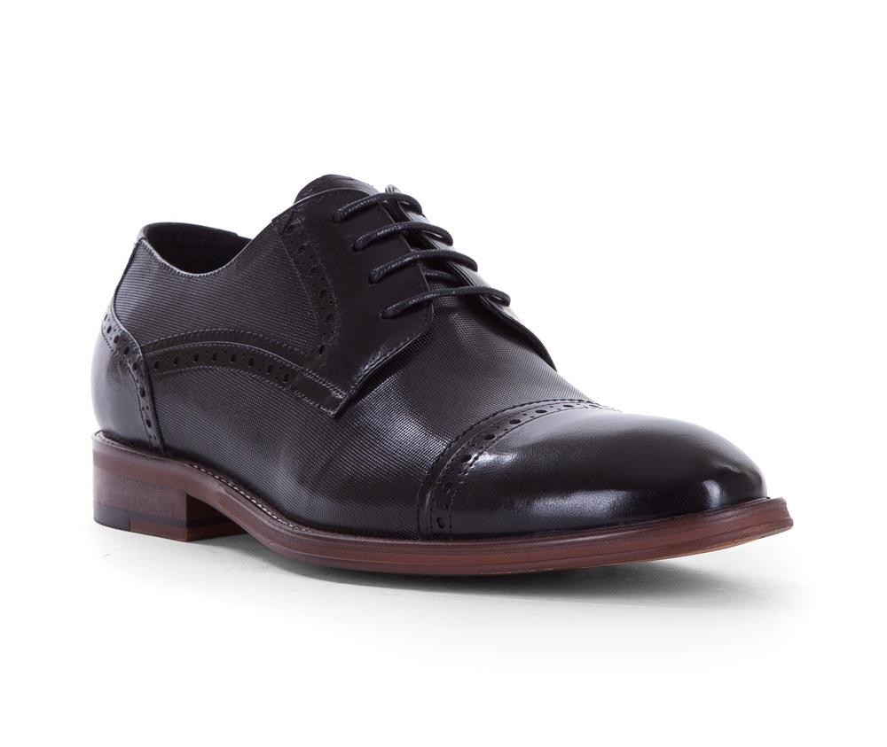 Обувь мужскаяТуфли мужские типа Grafton. Изготовленные по технологии Hand Made и выполнены полностью из натуральной итальянской кожи наивысшего качества. Подошва  сделана из качественного синтетического материала.  Такие туфли подчеркнут современный и модный офисный стиль.<br><br>секс: мужчина<br>Цвет: черный<br>Размер EU: 44<br>материал:: Натуральная кожа