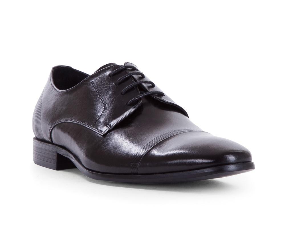 Обувь мужскаяТуфли мужские типа Дерби. Изготовленные по технологии Hand Made и выполнены полностью из натуральной итальянской кожи наивысшего качества. Подошва полностью сделана из качественного синтетического материала. Эта модель идеально подходит для тех кому нравится классика и функциональность.<br><br>секс: мужчина<br>Цвет: черный<br>Размер EU: 43<br>материал:: Натуральная кожа