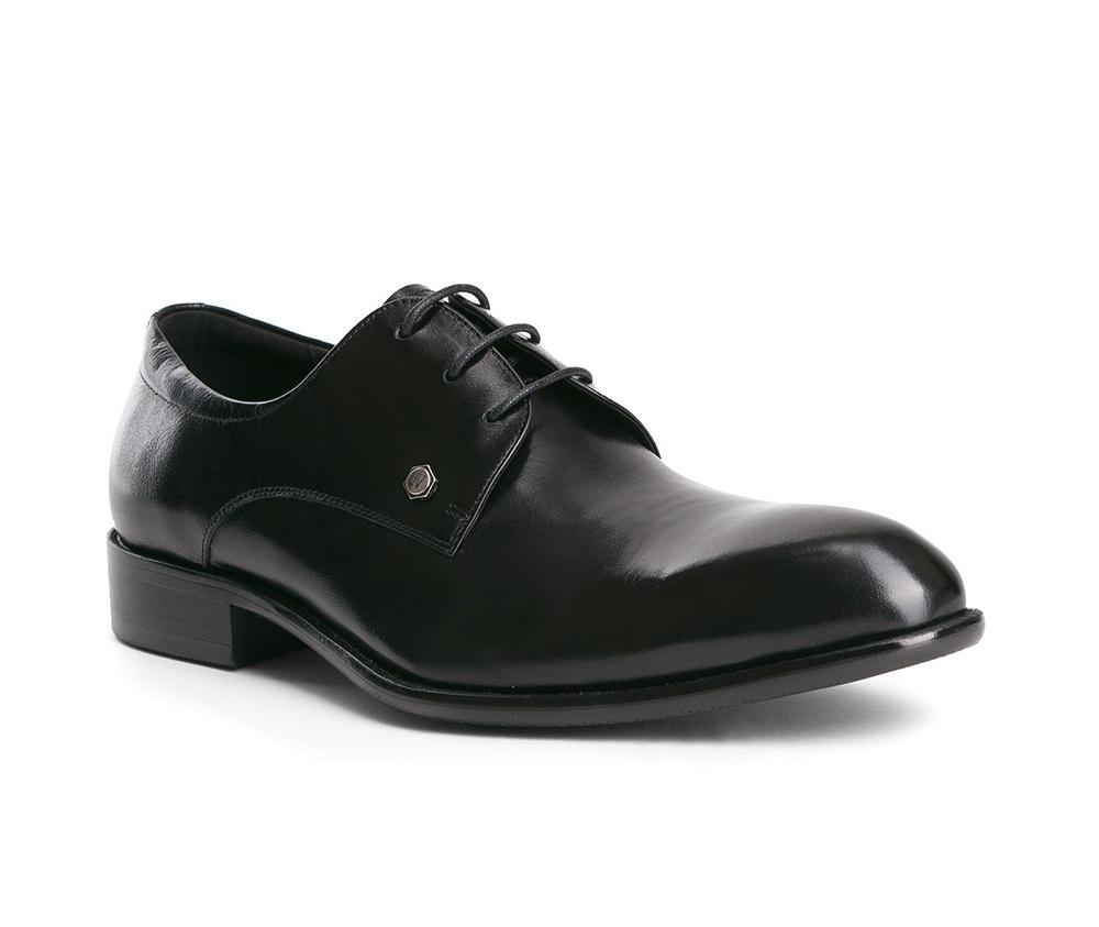 Обувь мужскаяТуфли мужские типа Дерби. Изготовленные по технологии Hand Made и выполнены полностью из натуральной итальянской кожи наивысшего качества. Подошва полностью сделана из качественного синтетического материала. Эта модель идеально подходит для тех кому нравится классика и функциональность.<br><br>секс: мужчина<br>Цвет: черный<br>Размер EU: 43<br>материал:: Натуральная кожа<br>примерная высота каблука (см):: 3