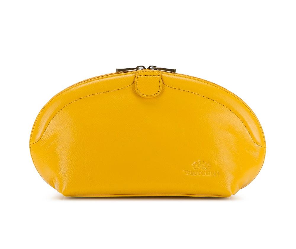 КосметичкаКосметичка из коллекции Italy, сделана из мягкой телячьей кожи по технолонии \hand made\. Логотип  – герб WITTCHEN тисненый на коже.&#13;<br>&#13;<br>Особенности модели:&#13;<br>&#13;<br>    отделение на молнии&#13;<br>    карман на молнии&#13;<br>    открытое отделение для мелких предметов&#13;<br>    отделение для мобильного телефона.<br><br>секс: женщина<br>Цвет: желтый<br>материал:: натуральная кожа<br>высота (см):: 17<br>ширина (см):: 22 - 32<br>глубина (см):: 12
