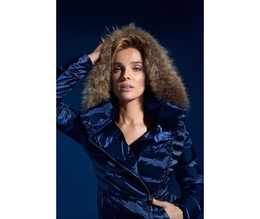 Пальто женскоеПальто женское<br><br>секс: женщина<br>Цвет: синий<br>Размер INT: XL<br>материал:: Нейлон<br>подкладка:: полиэстр<br>примерная общая длина (см):: 105