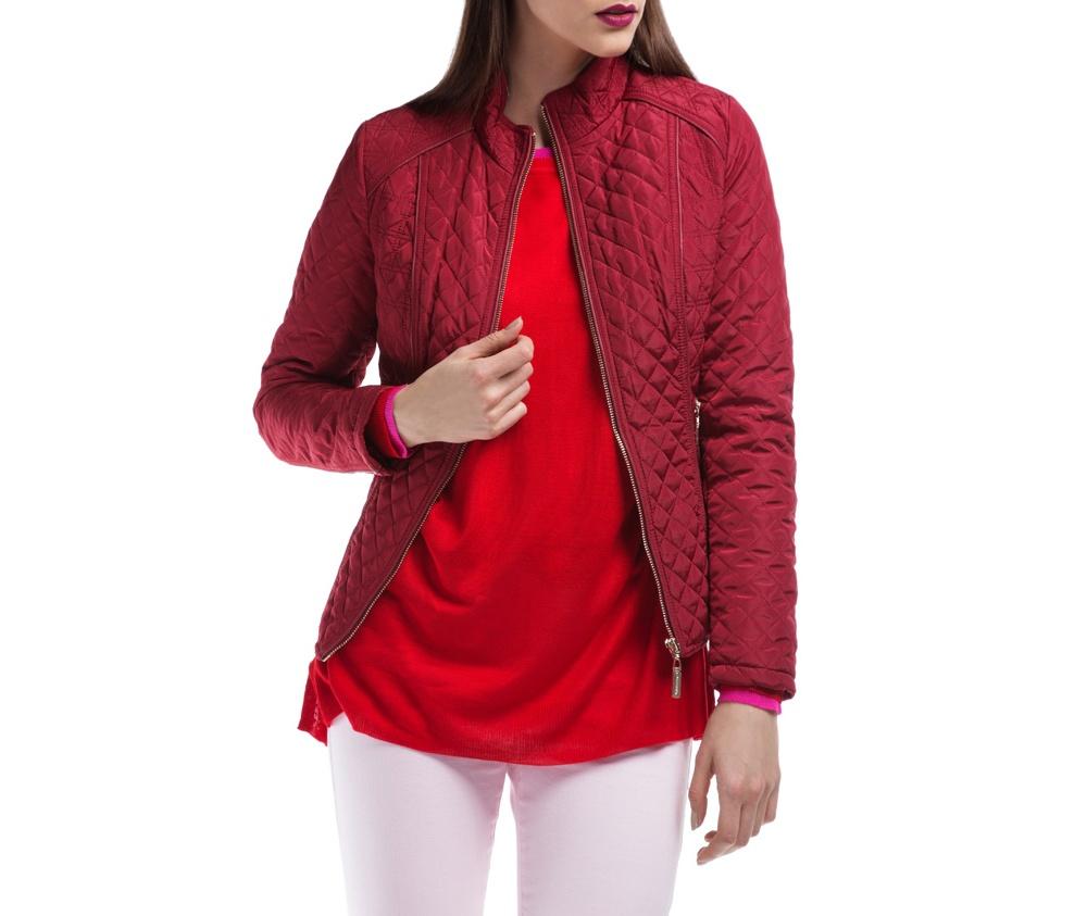 Куртка ЖенскаяКуртка женская изготовлена из материала высокого качества, утепленная натуральным пухом. Модель застегивается на молнию, Воротник-стойка. Имеет 2 кармана на молнии. Куртка очень теплая и при этом очень легкая. Отсрочки по бокам модели подчеркивают женский силуэт.<br><br>секс: женщина<br>Размер INT: M