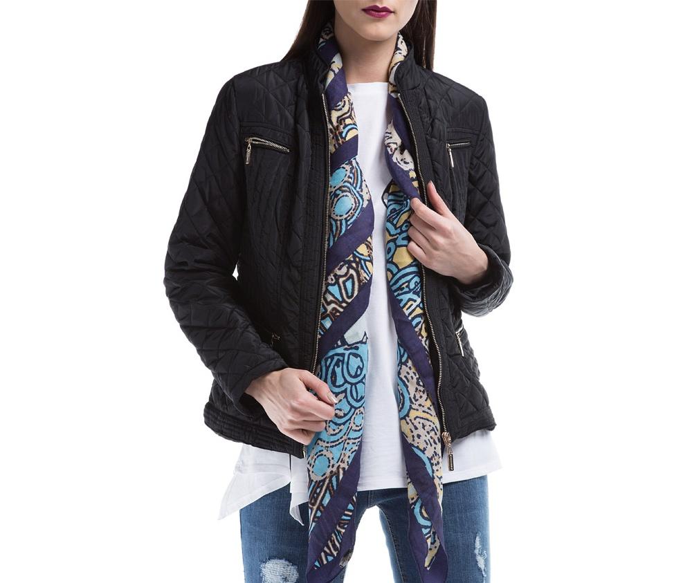 Куртка ЖенскаяКуртка женская изготовлена из материала высокого качества, утепленная натуральным пухом. Модель застегивается на молнию, Воротник-стойка. Имеет 2 кармана на молнии. Куртка очень теплая и при этом очень легкая. Отстрочки по бокам модели подчеркивают женский силуэт.<br><br>секс: женщина<br>Размер INT: S