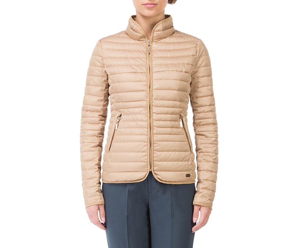 Куртка женскаяКуртка женская изготовлена из материала высокого качества, утепленная натуральным пухом. Модель застегивается на молнию, Воротник-стойка.  Имеет 2 кармана на молнии. Куртка очень теплая и при этом очень легкая.  Отстрочки по бокам модели подчеркивают женский силуэт.<br><br>секс: женщина<br>Цвет: бежевый<br>Размер INT: XXL<br>материал:: Полиэстер<br>подкладка:: полиэстер<br>примерная общая длина (см):: 67