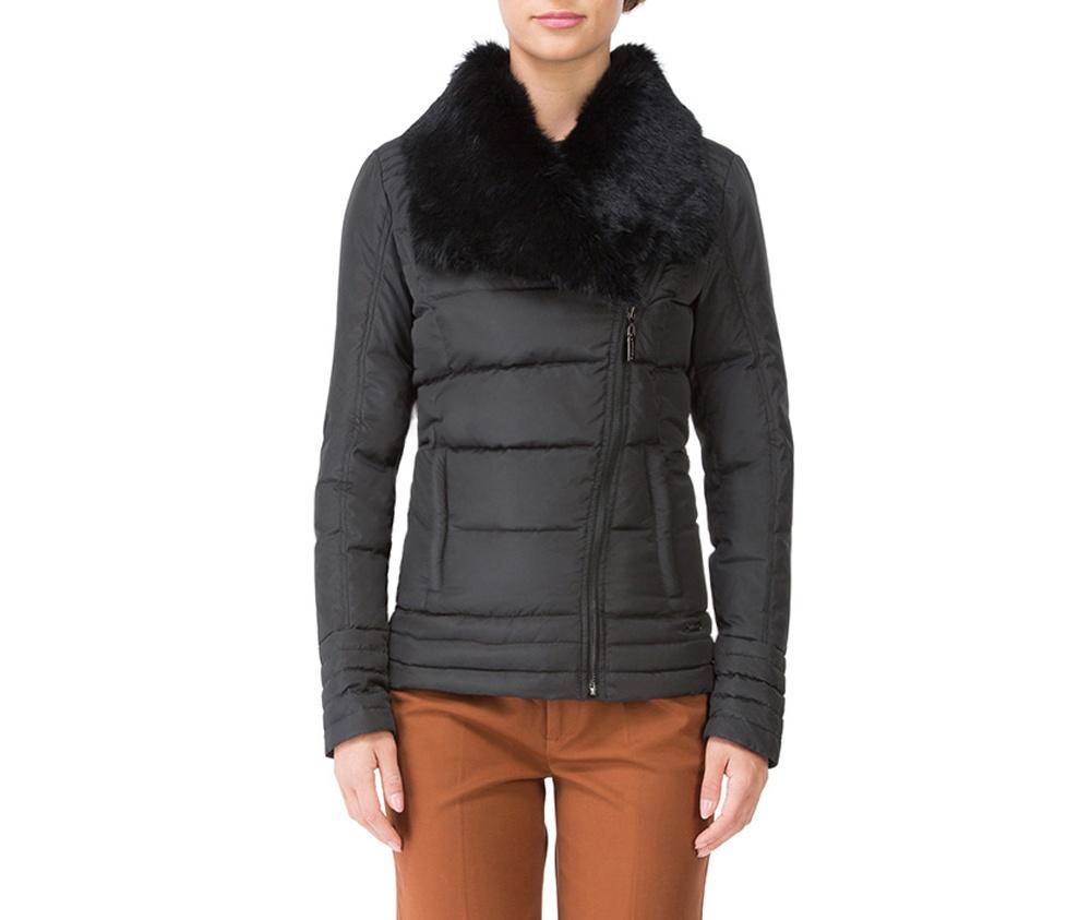 Куртка женскаяКороткая куртка женская изготовлена из полиэстера. Модель застегивается на молнию. Дополнительно два внешних кармана на молнии и высокий воротник-стойка.Спортивный стиль куртки и модный покрой идеально подходят для повседневного стиля<br><br>секс: женщина<br>Цвет: черный<br>Размер INT: M<br>материал:: Полиэстер<br>подкладка:: полиэстер<br>примерная общая длина (см):: 58