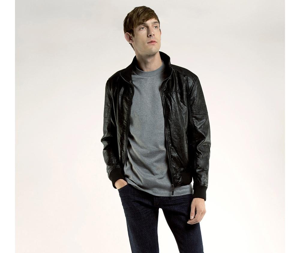 Куртка мужскаяКуртка мужская<br><br>секс: мужчина<br>Цвет: черный<br>Размер INT: XXL<br>материал:: Екокожа<br>подкладка:: полиэстр<br>примерная общая длина (см):: 65